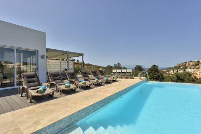 Villa Carob Hill With Modern Design And Infinity Pool