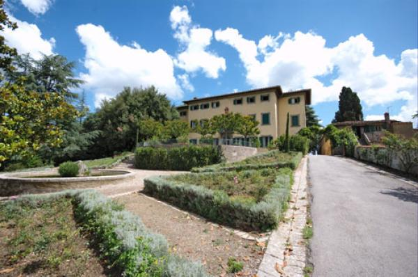 VILLA PETROLO from 18th century, with Pool. In quality Winery in central Tuscany